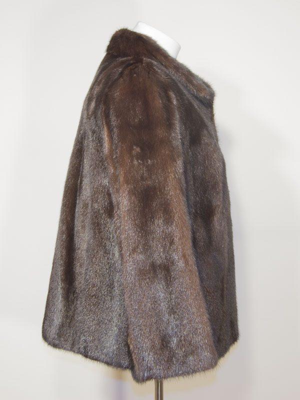 Hnědý lesklý norkový kožich